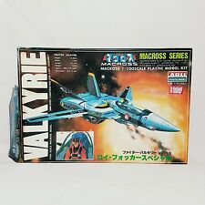 Fighter VALKYRIE VF-1S Roy Focker Special Macross 1/100 Plastic Model kit ARII