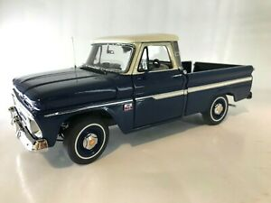 The Danbury Mint 1:24 Scale 1966 Chevrolet C10 Pickup w/Documents Dark Blue