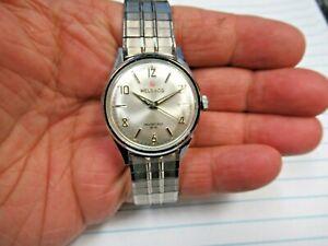 CLEAN! Vintage Helbros Swiss Invincible 17J Jewels Mechanical Wind Wristwatch