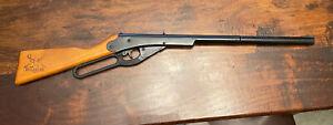 Vintage Daisy Model 105B Pump Metal Pellet BB Gun Buck
