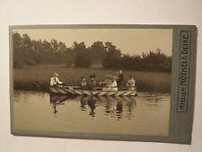 Hannover - Linden - Mann - 5 Frauen Mädchen auf einem Boot auf dem Wasser / CDV