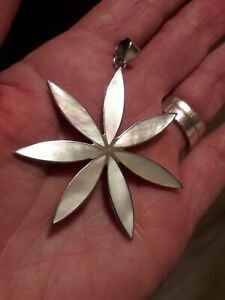 Gorgeous Vintage Large Sterling Silver Mother of Pearl Flower Pendant (8.3g)
