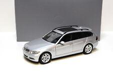 1:18 Kyosho bmw 330i e91 Touring titansilver dealer New en Premium-modelcars