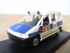 Antigua miniatura 1:43 Scale Carr PR043 Peugeot Expert de 1998 Policía Nacional.