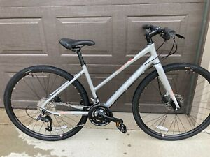 "Fiji Bicycle Absolute 1.7 ST 2021 - Medium 17"" Hybrid Bike City Commuter Fitness"
