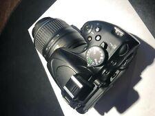 Nikon D5100 con obiettivo Nikkor AF-S 18-55