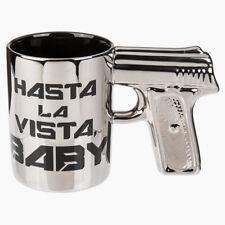 Tazza Con Manico Pistola Argentata In Ceramica e Scritta Hasta La Vista Baby