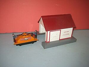 1953 American Flyer Tool shed & Handcar #741, Excellent. Handcar not running.sc