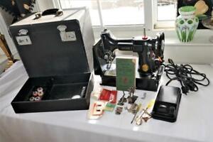 VINTAGE 1948 SINGER FEATHERWEIGHT 221-1 SEWING MACHINE w CASE ATTACHMENTS  WORKS
