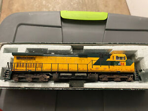 KATO HO SCALE CHICAGO NORTHWESTERN C44-9W DCC/NO SOUND UP PATCH 9798 WEATHERED
