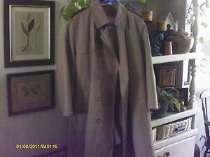 Men's over coat rain coat top coat by Misty Harbor 40 x- short  Very Nice!!