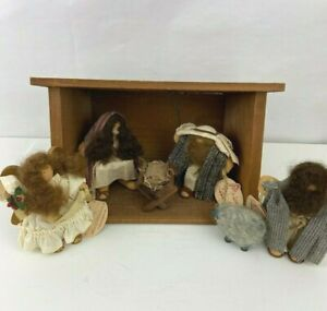 LIZZIE HIGH The Little Ones at Christmas  Nativity Scene 1995 9 Pc set w/creche