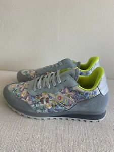 JOHNNY WAS  EMBROIDERED KEYA SHINE WOMEN'S SNEAKER SIZE US 8.5 NEW WITH BOX