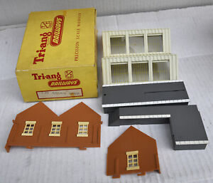TRIANG TT BOXED T38 GOODS SHED