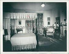 1943 Kings Bedroom in Blair House in D.C. Original News Service Photo