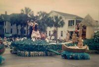 LA16 ORIGINAL KODACHROME 35MM SLIDE 1950s HAWAII PARADE FLOAT STREET SCENE