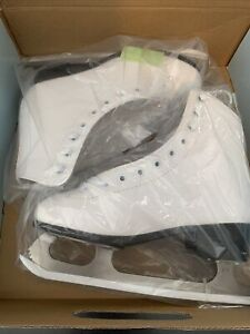 New in Box - American Athletics 522 Women's Tricot Lined Figure Skates Size 5 US