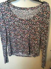 MUDD GRAY WITH MULTI COLOR FLORAL PRINT SOFT SCOOP NECK CROP SWEATER XL