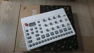 Elektron Model:Samples  - Sample Based Groovebox & Drum Machine with overlay