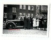 ANNI '30 BELLISSIMA FOTO ORIGINALE DENTELLATA GRUPPO FAMILIARE e OPEL OLYMPIA