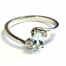 9 Carat Oval White Gold Three-Stone Fine Rings