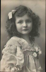 AK Kinder, Foto,  Mädchen Haarschleife, Kleinformat
