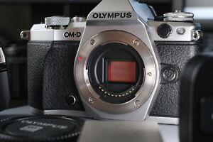 olympus om-d e-m5 mark ii + 3 batteries + flash d'origine