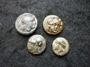 4 petites monnaies Grecque à identifier, bronze.