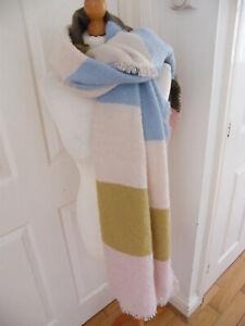 Wunderschöner Schal Stola von Belle Liebe Italien Pastell beiges Fransen Oversized Bnwt