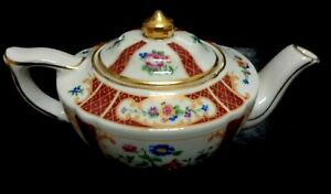 SADLER VERSAILLES HEIRLOOM Collection English Small Cottage Teapot  6.6 x 3.6 In