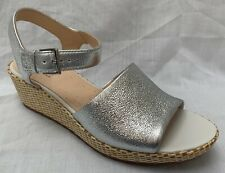 BNIB Clarks Ladies Kamara Sun Silver Metallic Leather Wedged Sandals