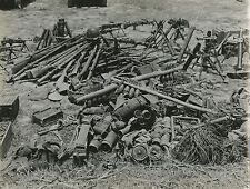 PHOTO VINTAGE GUERRE INDOCHINE VIETNAM 1949-1954 : CACHE D'ARMES VIET CONG