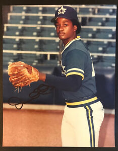 Darnell Coles SIGNED  8x10 Seattle Mariners color photo