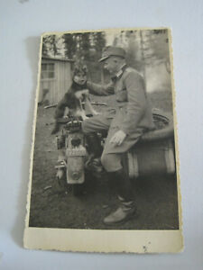 Soldat mit Hund  Postkarte