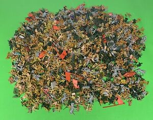 Army MenHuge Bulk Lot 1 Inch Mini Soldiers Military Plastic Vtg Toys
