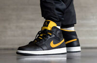 "Scarpe Air Jordan 1 Mid SE ""University Gold"", numero EU 42,5-US 9,cod.CI9352-001"