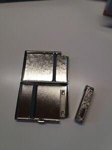 Porta sigarette in metallo con accendino fantasia 9 x 11 x1.8