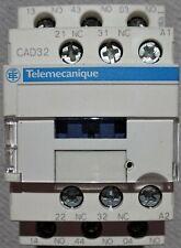 Telemecanique CAD32Q7 Relè 380V AC 50/60Hz