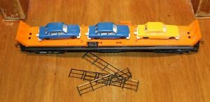 HORNBY OO GAUGE R126 CAR TRANSPORTER WITH 3 CARS AND METAL FENCING