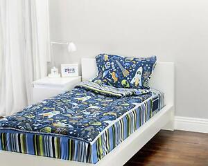 """Zipit Bedding Set Twin Size Outer Space 38""""x74"""""""