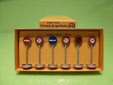 DINKY TOYS ATLAS 40 TRAFFIC SIGNS - PANNEAUX DE SIGNALISATION - VILLE - G IN BOX
