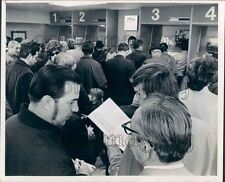 1971 Press Photo Bettors in Off Track Betting Office 1970s New York City
