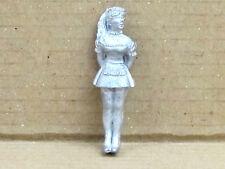 Zofe / Zimmermädchen mit Staubwedel, Zinnfigur Nr. 12, unbemalt, Omen, 1:43