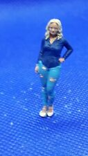 O Gauge1.43 finescale resin Handpainted Figure young lady wearing torn jeans