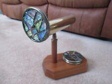 Caleidoscopio-latón con mango de madera y 4 discos de vidrio coloreado