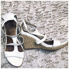 Kenneth Cole REACTION Women's Kiss Or Dare Wedge White Leather Sandals Size 8M