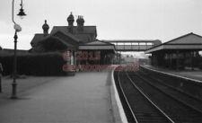 PHOTO  SR LINGFIELD RAILWAY STATION VIEW LOOKING TOWARDS THE FOOTBRIDGE IN 1966