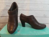 Womens Size 9.5M Clarks Bendables Brown Leather Side Zip  Ankle Boots Shoes
