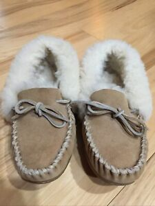 LL Bean Wicked Good Slippers 7 M Womens Shearling Lite Tan Leather