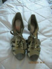 GOLD, SIZE 7 HEELED SHOES BY DOROTHY PERKINS
